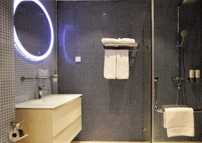 Standard room bathroom 2