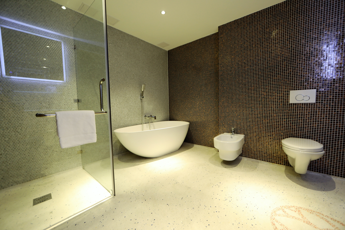 Luxury Suite Bathroom with Shower and Bath Chassé Hotel Amsterdam