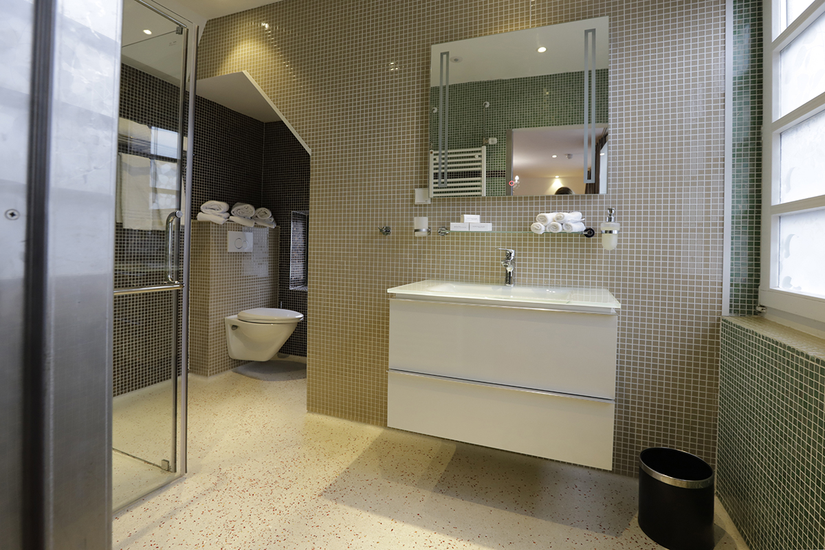Chassé Hotel Amsterdam Family Room for 5 People picture of bathroom